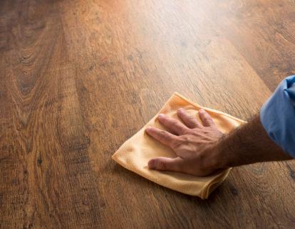 Pielęgnacja podłogi drewnianej