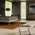 Szara sypialnia - aranżacja z podłogą Baltic Wood