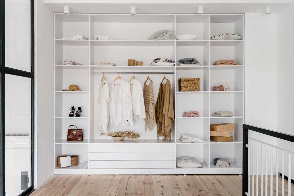 Duża garderoba - rozplanowanie półek