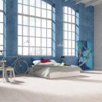 Malowanie ścian - pomysły i inspiracje na nowoczesne dekoracje - aranżacja z podłogą Baltic Wood